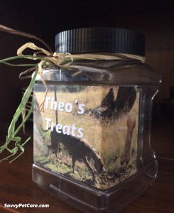 Right side of pet treat jar